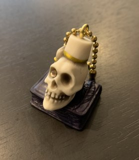 <img class='new_mark_img1' src='https://img.shop-pro.jp/img/new/icons14.gif' style='border:none;display:inline;margin:0px;padding:0px;width:auto;' />Book on fezzhat skull key chain