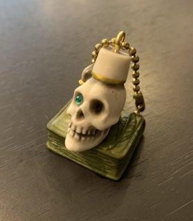 Book on fezzhat skull key chain