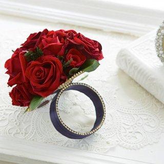 (プリザ)華やかな赤バラのリングブーケ。裏側がミラーに。
