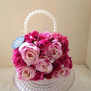 ピンクのスクエアバッグブーケ。