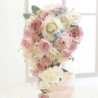 甘いピンクにブルー小花のキャスケード