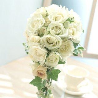 白バラとアイビーのキャスケードブーケ