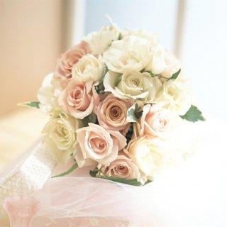 (プリザ)白バラとピンクバラのラウンドブーケ