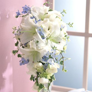 (プリザ)カサブランカとブルー小花のキャスケード