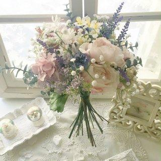 (造花)カスミソウと小花のシャビーシックなクラッチブーケ