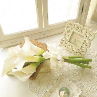 (造花)白カラーのクラッチブーケ