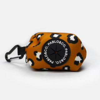 <img class='new_mark_img1' src='https://img.shop-pro.jp/img/new/icons57.gif' style='border:none;display:inline;margin:0px;padding:0px;width:auto;' />THAT LEOPARD POOPBAG HOLDER / PABLO & CO.(ザットレパードプープバッグホルダー / パブロ&コー)