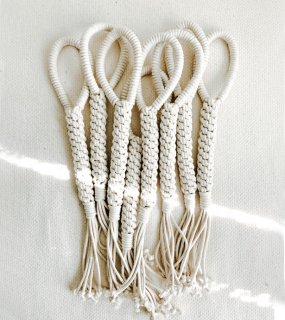 <img class='new_mark_img1' src='https://img.shop-pro.jp/img/new/icons5.gif' style='border:none;display:inline;margin:0px;padding:0px;width:auto;' />Macrame Dog Toy / EMBER & IVORY(マクラメ・ドッグトイ / エンバー&アイボリー)