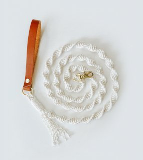<img class='new_mark_img1' src='https://img.shop-pro.jp/img/new/icons5.gif' style='border:none;display:inline;margin:0px;padding:0px;width:auto;' />Macrame Dog Leash - Natural / EMBER & IVORY