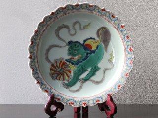 古彩獅球紋花口盤