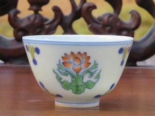 成化款 荷花杯(1494)