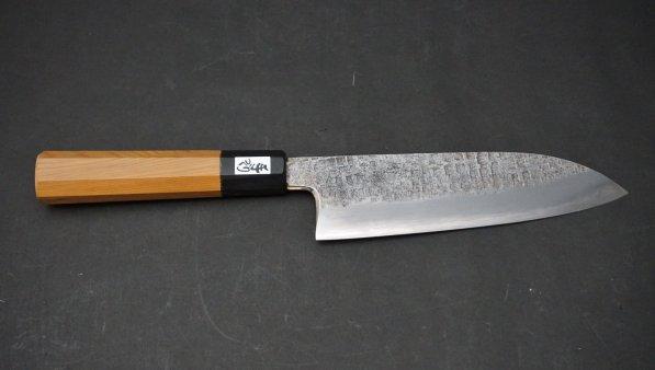 銀三鋼 黒打 槌目 三徳 イチイ柄<br>Ginsan Tsuchime Santoku Yew Wood Handle