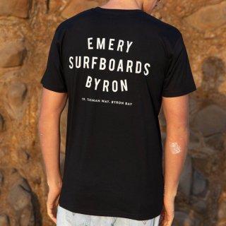 【EMERY】WORDS Tシャツ - ブラック