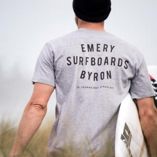<img class='new_mark_img1' src='https://img.shop-pro.jp/img/new/icons21.gif' style='border:none;display:inline;margin:0px;padding:0px;width:auto;' />20% OFF【EMERY】WORDS Tシャツ - グレーマーブル