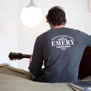 【EMERY】SERIF LONG SLEEVE Tシャツ - アーミー