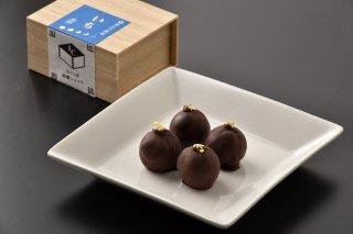 <b>ふくしま銘醸ショコラ いち</b><br>笹の川酒造の福島一辛口日本酒「いち」をビターチョコレートで封じ込めた逸品