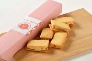 <b>チョコっと桃サンド</b><br>伊達市産白桃「あかつき」の果肉をたっぷり使用したチョコ&バターサンドクッキー