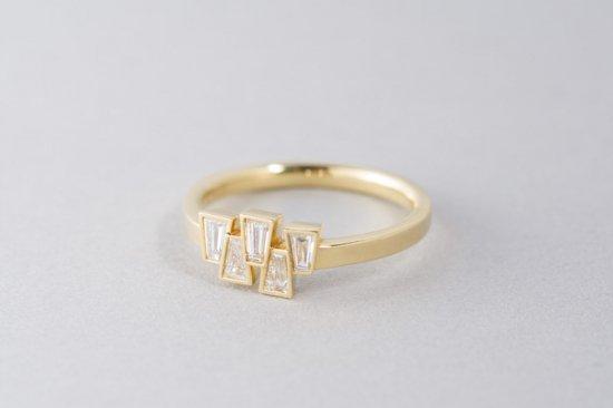 Tapered 5石のテーパーダイヤモンドのリング(old model)