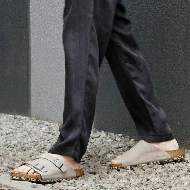 <img class='new_mark_img1' src='https://img.shop-pro.jp/img/new/icons20.gif' style='border:none;display:inline;margin:0px;padding:0px;width:auto;' />[SALE][BIRKENSTOCK]  ビルケンシュトック ZURICH BS  (Desert Soil Taupe) 1013031