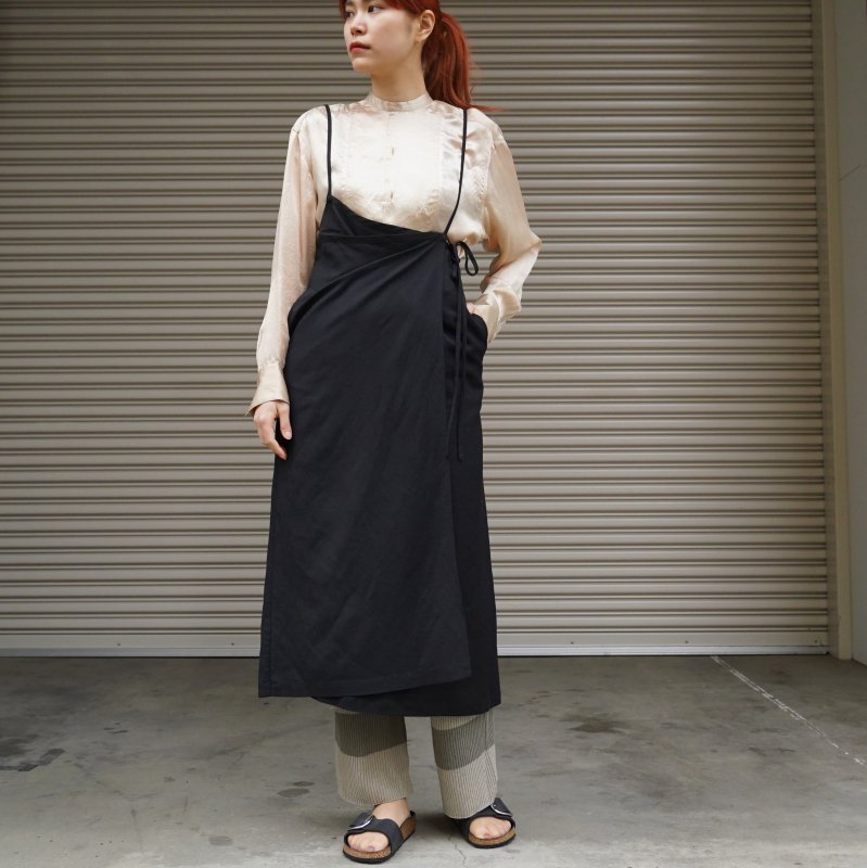 <img class='new_mark_img1' src='https://img.shop-pro.jp/img/new/icons6.gif' style='border:none;display:inline;margin:0px;padding:0px;width:auto;' />[CLANE] クラネ STRAP DEFORM SKIRT (BLACK)