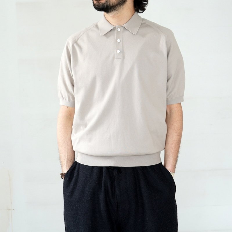 <img class='new_mark_img1' src='https://img.shop-pro.jp/img/new/icons8.gif' style='border:none;display:inline;margin:0px;padding:0px;width:auto;' />[HERILL] ヘリル Cotton Polo (BEIGE)