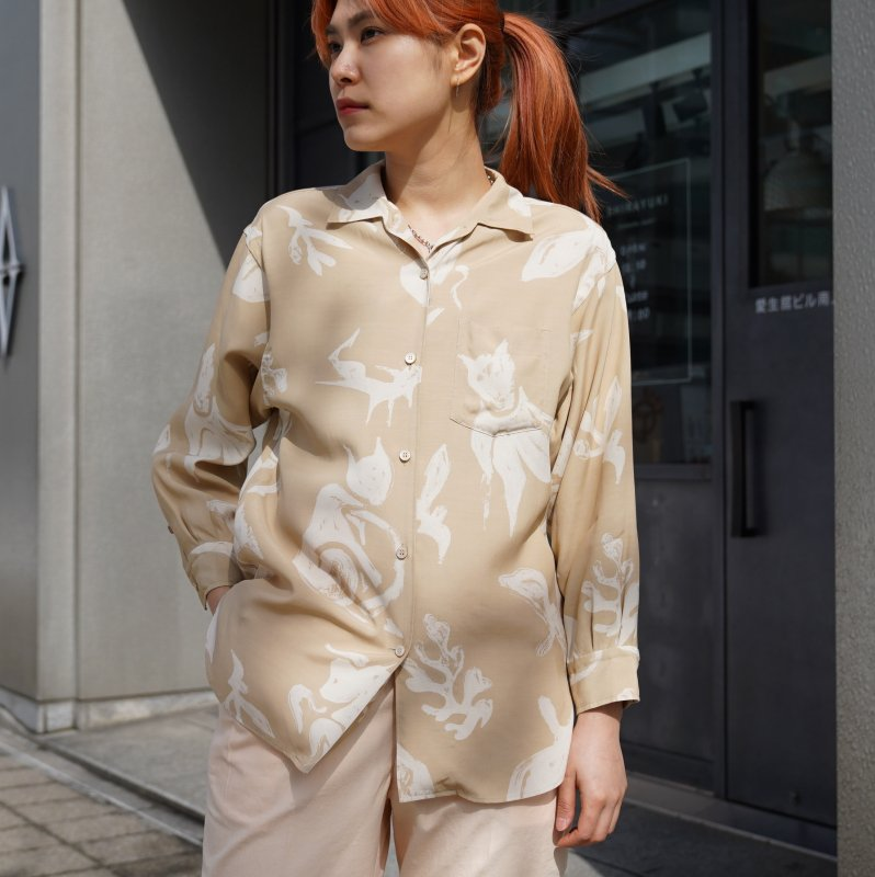 <img class='new_mark_img1' src='https://img.shop-pro.jp/img/new/icons6.gif' style='border:none;display:inline;margin:0px;padding:0px;width:auto;' />[WRYHT] ライト ONE-PIECE COLLAR BLOUSE(DUNE)