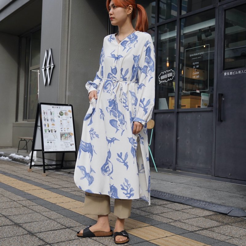 <img class='new_mark_img1' src='https://img.shop-pro.jp/img/new/icons6.gif' style='border:none;display:inline;margin:0px;padding:0px;width:auto;' />[WRYHT] ライトSLIT NECK PAJAMA DRESS(NATURAL)