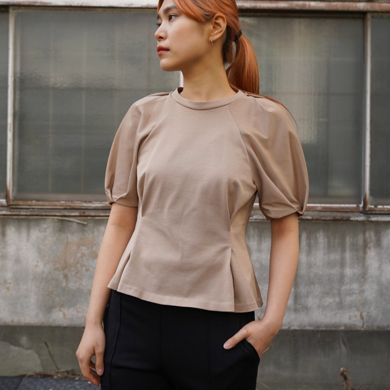 <img class='new_mark_img1' src='https://img.shop-pro.jp/img/new/icons6.gif' style='border:none;display:inline;margin:0px;padding:0px;width:auto;' />[PHEENY] フィーニー Tucked sleeve Tee(SAND)