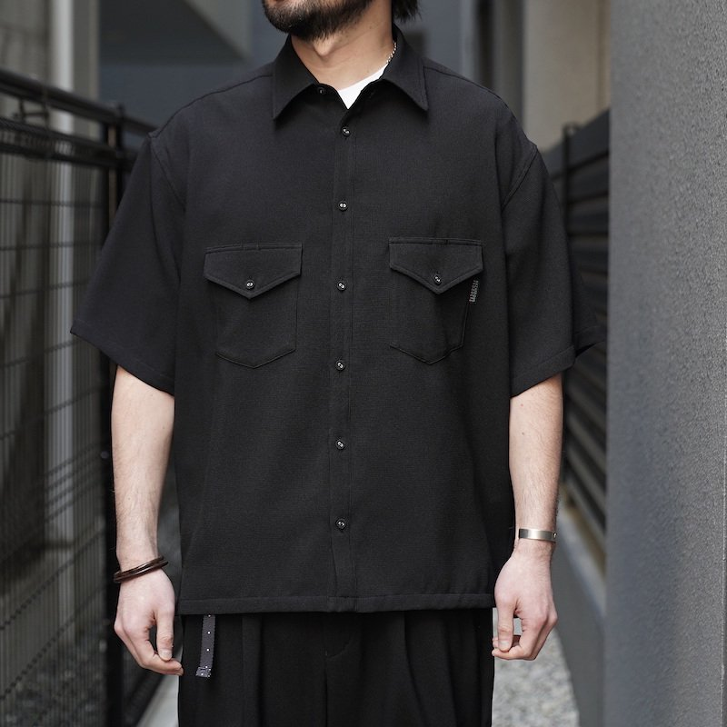 <img class='new_mark_img1' src='https://img.shop-pro.jp/img/new/icons8.gif' style='border:none;display:inline;margin:0px;padding:0px;width:auto;' />[O-] オー ELBOW SLEEVE SHIRT (Black)