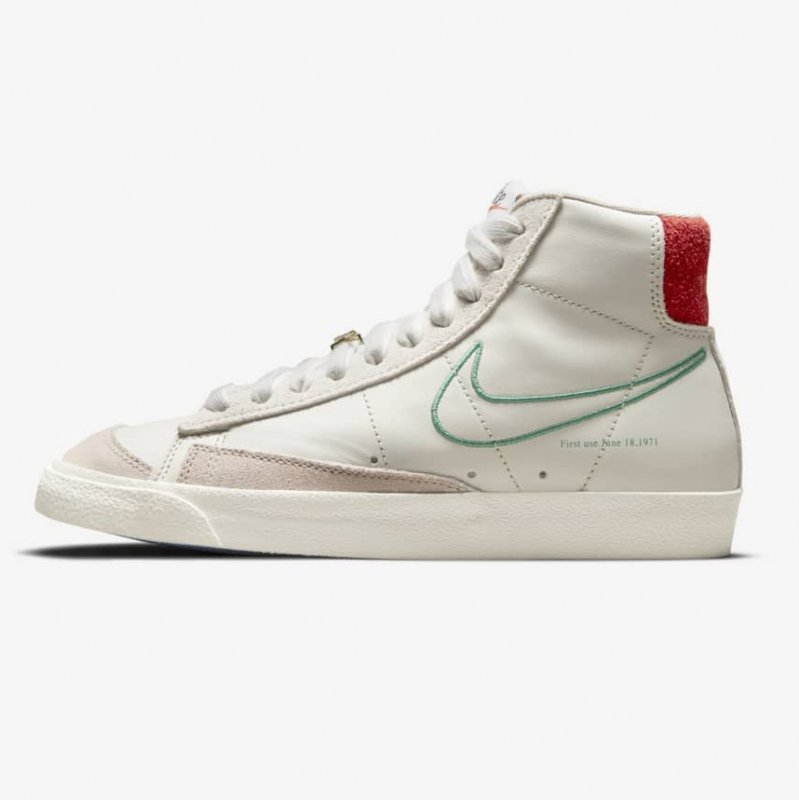 <img class='new_mark_img1' src='https://img.shop-pro.jp/img/new/icons6.gif' style='border:none;display:inline;margin:0px;padding:0px;width:auto;' />[NIKE] W BLAZER MID '77 SE DH6757-001(LIGHT BONE/GREEN NOISE OS CLAIR/CREME II/VERT NOISE)