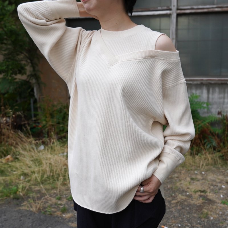 <img class='new_mark_img1' src='https://img.shop-pro.jp/img/new/icons50.gif' style='border:none;display:inline;margin:0px;padding:0px;width:auto;' />[CLANE] クラネ  ASYMMETRY SHOULDER POINT TOPS  11105-2092 (IVORY)