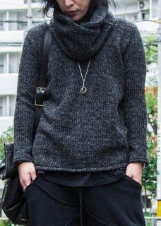 <img class='new_mark_img1' src='https://img.shop-pro.jp/img/new/icons29.gif' style='border:none;display:inline;margin:0px;padding:0px;width:auto;' />Snood Sliver Pullover Knit - Black