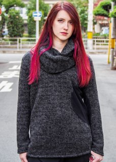 <img class='new_mark_img1' src='https://img.shop-pro.jp/img/new/icons29.gif' style='border:none;display:inline;margin:0px;padding:0px;width:auto;' />Circular Cut Snood Sliver Pullover Knit - Black