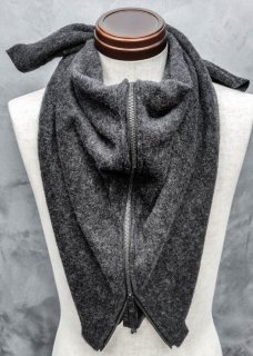 <img class='new_mark_img1' src='https://img.shop-pro.jp/img/new/icons8.gif' style='border:none;display:inline;margin:0px;padding:0px;width:auto;' />Light Melton Wool Zip Stole