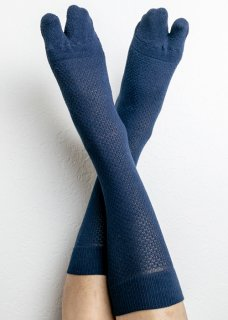 <img class='new_mark_img1' src='https://img.shop-pro.jp/img/new/icons14.gif' style='border:none;display:inline;margin:0px;padding:0px;width:auto;' />Ice Cotton Deodorize Long Tabi Socks - Navy