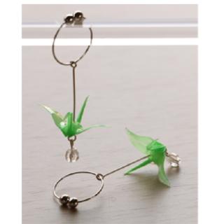 本美濃紙のイヤリング「カミノシゴト」 Crane green (鶴)