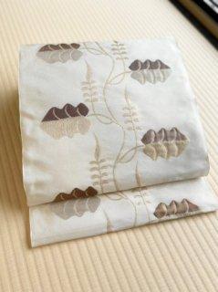 洛風林謹製 ペルシャ蔓花 白よごし地 名古屋帯