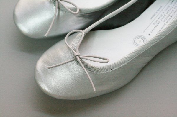TRAVEL SHOESバレエシューズ〈silver〉