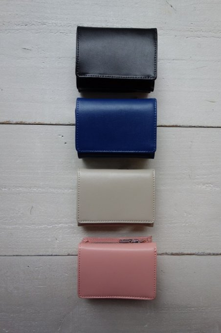 〈YAHKI〉smooth leather compact wallet