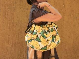 フルーツ柄の【バナナ(ホワイト)】グラニーバッグ120%ビッグサイズ バリ島ウブド発オリジナルバッグ【sisi】
