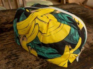 フルーツ柄の【バナナ(ブラック)】ポーチ(大)バリ島ウブド発オリジナルバッグ【sisi】