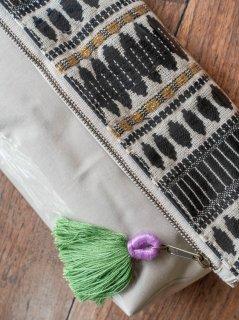 インド刺繍(ブラック×ゴールド) 防滴ポーチ(大)肩掛け紐付き