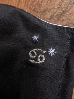 【ご予約商品:お届けは5月15日(土)以降の予定です】12星座の刺繍マスク(男女兼用Mサイズ)かに座(ブラック)