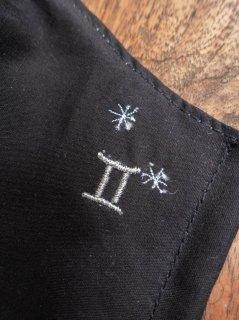 【ご予約商品:お届けは5月15日(土)以降の予定です】12星座の刺繍マスク(男女兼用Mサイズ)ふたご座(ブラック)