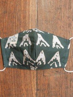 【ご予約商品:お届けは5月29日(土)以降の予定です】草木染めバティックの布マスク『山』(男女兼用Mサイズ) M-MSK-WAB-06