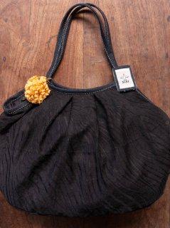 【ご予約商品:お届けは11月4日(木)以降の予定です】大人ブラックxお花コサージュグラニーバッグ120%ビッグサイズ
