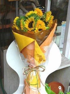 ひまわりを使った花束