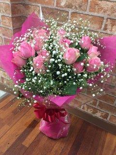 ピンクのバラ20本とかすみ草の花束
