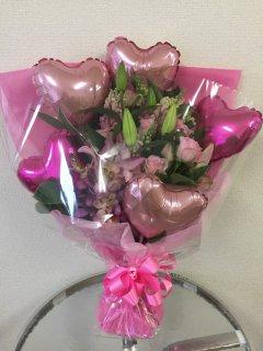バルーンとお花を入れた花束