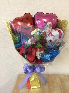 造花を入れたバルーン花束